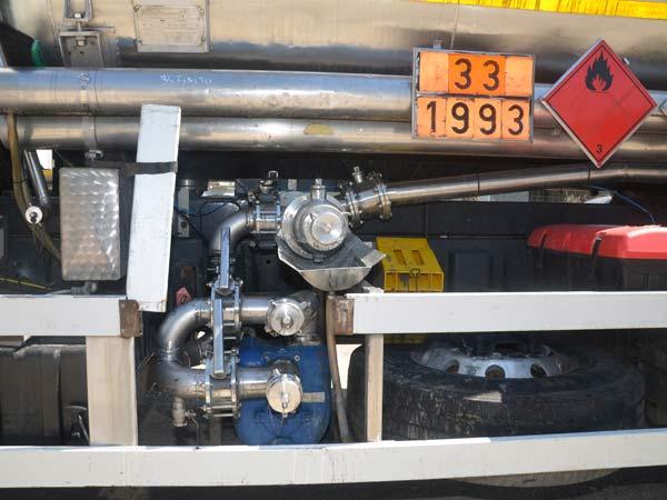 Cisterna-con-pompa-trasporto-carburanti-brescia